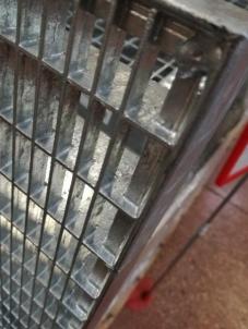 Aikštelė cinkuota 1000x1000/30x2/33x33 Presuotos metalo grotelės