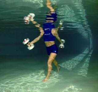 Thera-Band Hantelių pora vandens procedūroms vidutiniai Sportui ir terapijai vandenyje