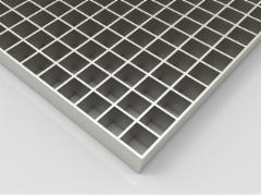 Aikštelė cinkuota 700x1000/30x2/33x33 Presuotos metalo grotelės