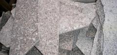 Įvairių spalvų daužytos granito plytelės