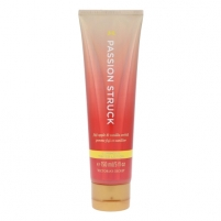 Body pienelis Victoria´s Secret Passion Struck Brightening 150ml