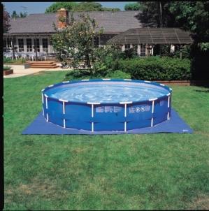 Paklotas ant žemės Intex baseinui