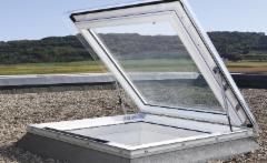 Plokščias langas VELUX 90x90 cm. valdomas elektra lygiu stiklu