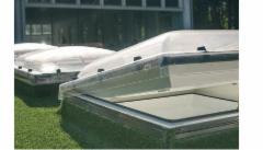 Plokščių stogų langas DEC-C P2 100x100 cm.