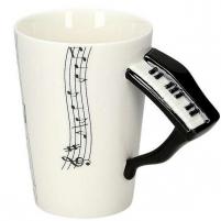Puodelis su pianino formos rankena Tases