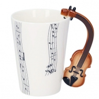 Puodelis su smuiko formos rankena Tases