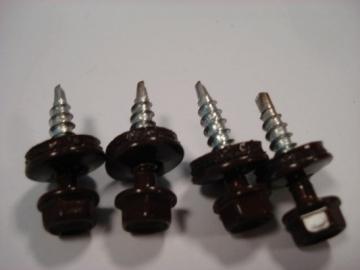 Stoginis sraigtas K4,8x35 su tarpine, RALL8017 rudas Stoginiai sraigtai su tarpine, dažyti (į medį)