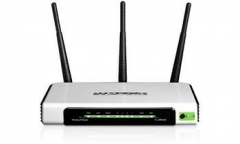 TP-LINK WIRELESS 300M 11N ROUTER (3T/3R) Computer network equipment