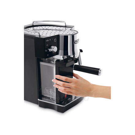 Coffee maker Delonghi Coffee maker EC 820.B Pump pressure 15 bar, Semi-automatic, 1450 W, Black Paveikslėlis 4 iš 4 310820224208