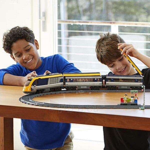 Konstruktorius LEGO 60197 City Trains Passenger Train Set, Battery Powered Engine Paveikslėlis 1 iš 6 310820249511