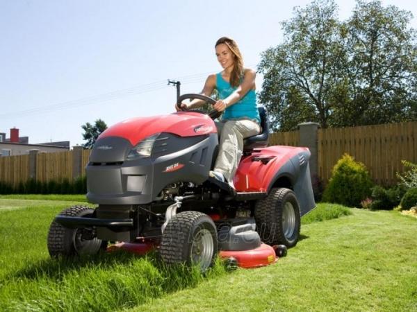 Sodo traktorius su žolės surinkimu CASTELGARDEN XHX 240 (122 cm; 24.0 AG) Paveikslėlis 10 iš 11 264400000046